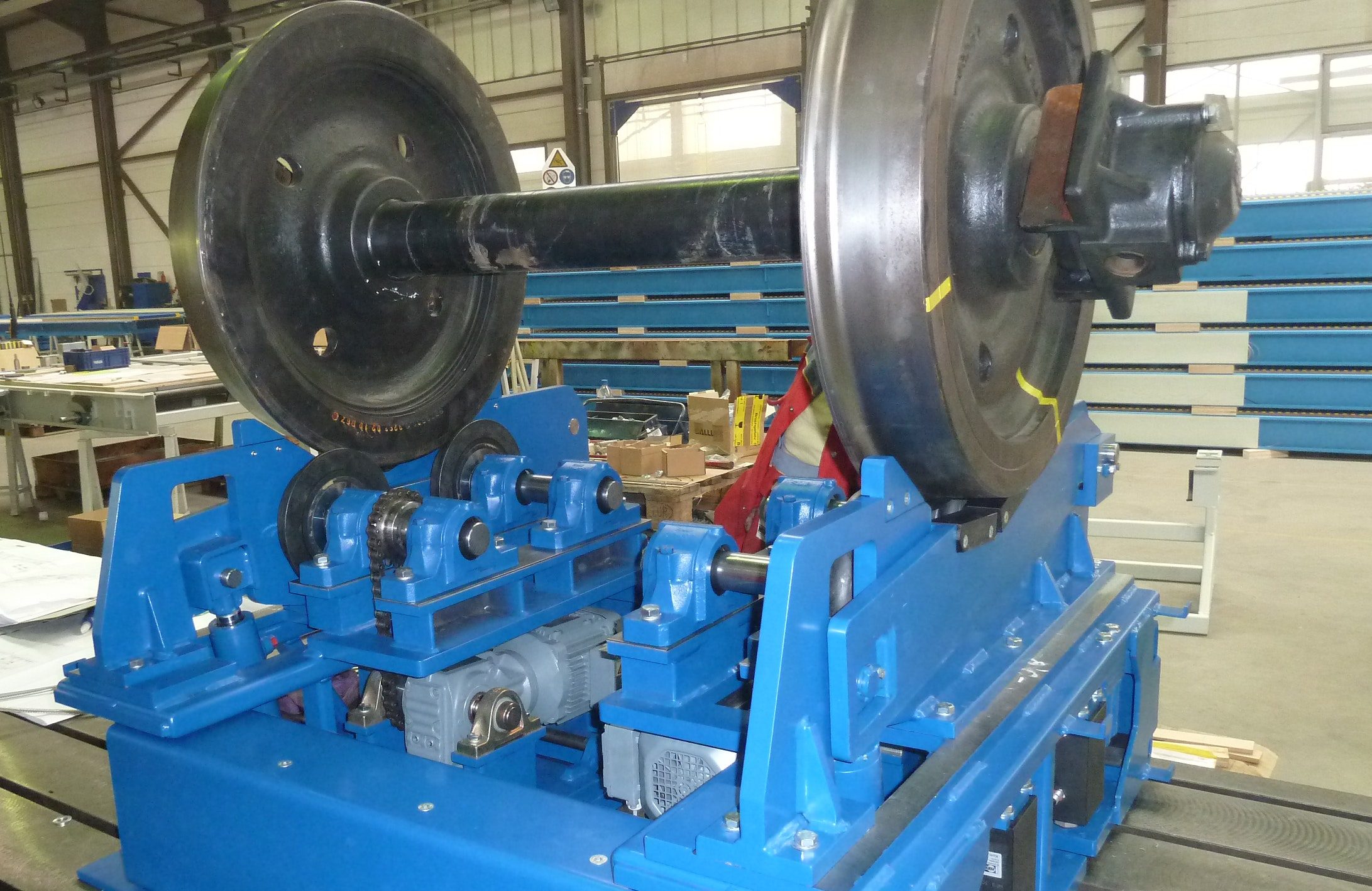 Lifting and rolling device with a wheelset: This device is designed for  adjustable track widths. You can see only the upper part of the device, because this lifting-rolling device will be embedded in a pit on site.