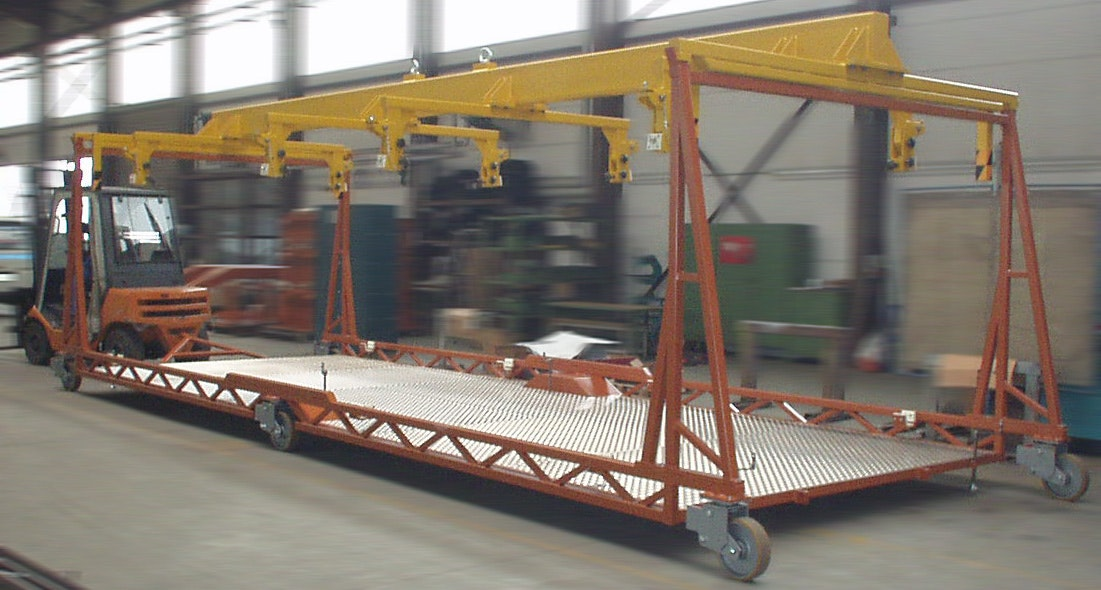 Installation and transport carriage for underground side wall segments
