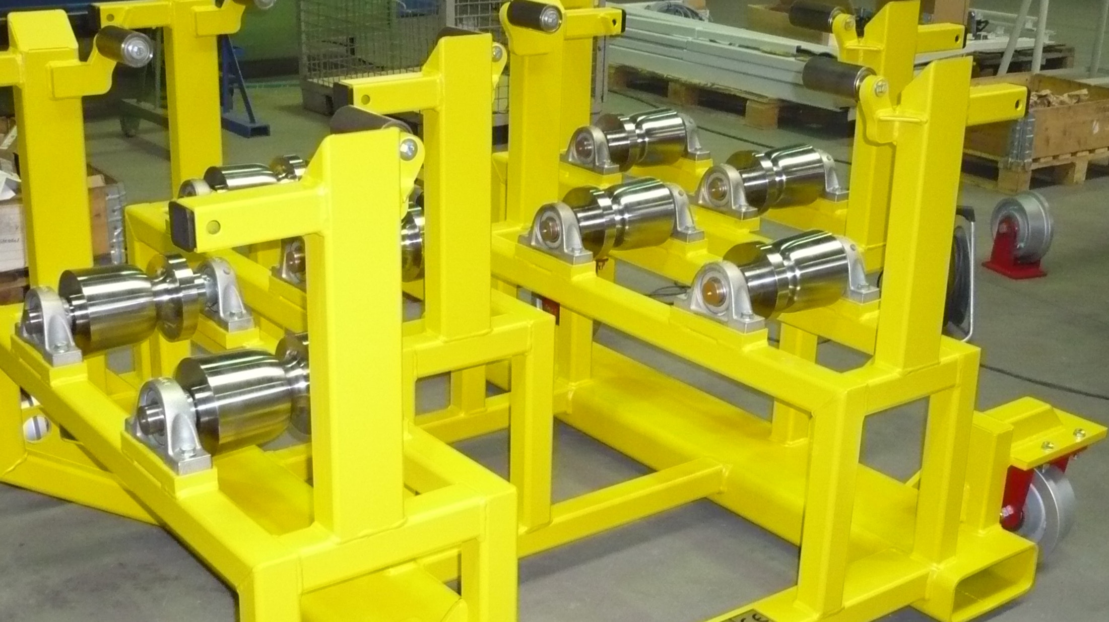 Transport rack for wheel discs suitable for rail transport