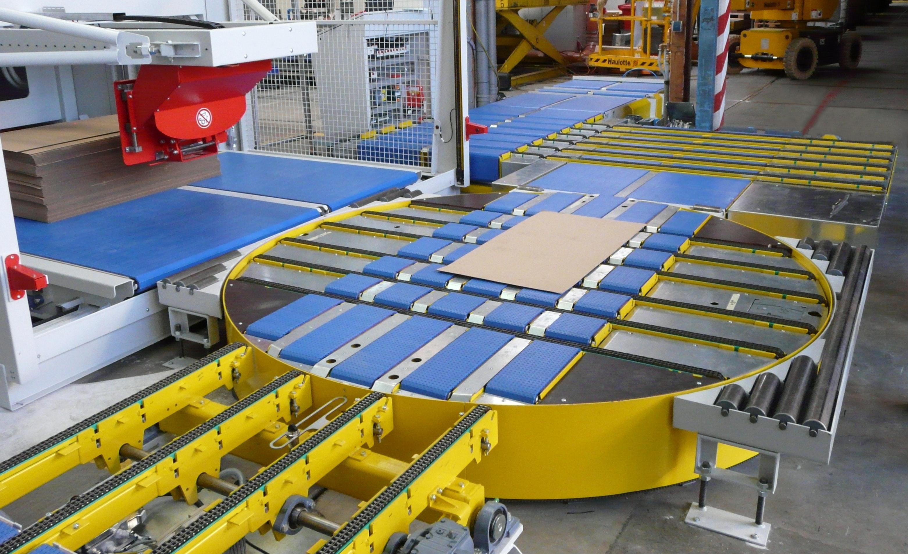 Turntable with plastic chain conveyor and angular transfer