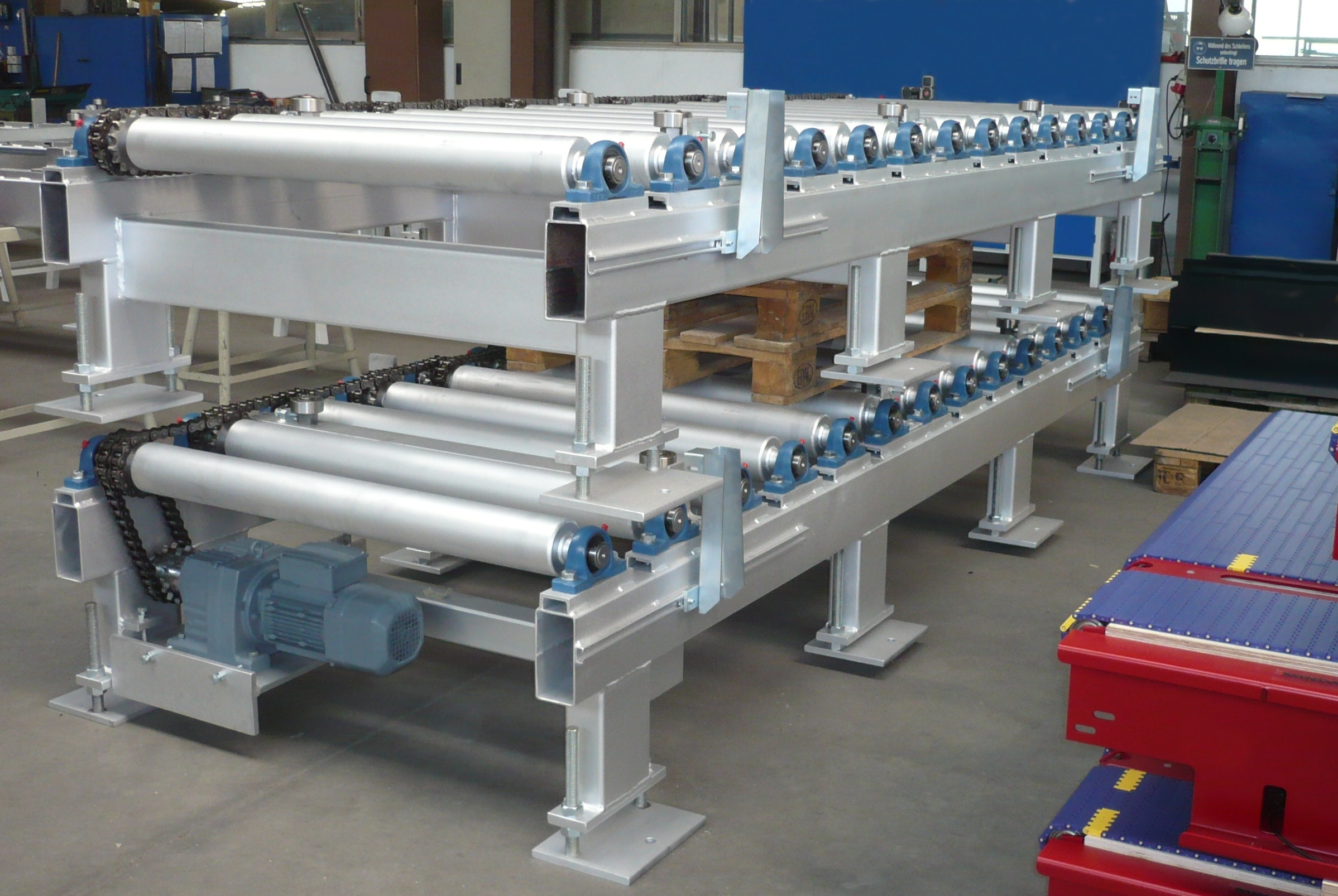 Galvanised roller conveyor for transport of fibre-cement plates