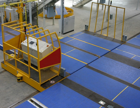 Transfer carriage with control panel and two decks/ plastic chain conveyors